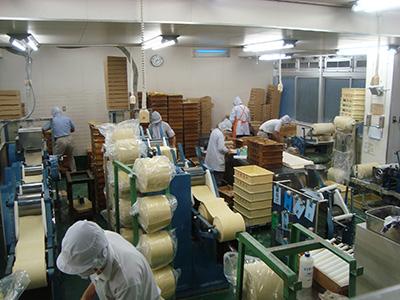 製麺工場風景