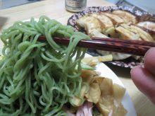 夏季限定の冷やし中華・翡翠麺の調理方法