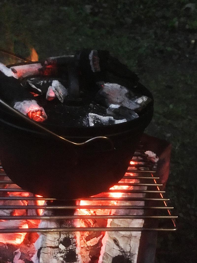キャンプ飯 ダッチオーブンで