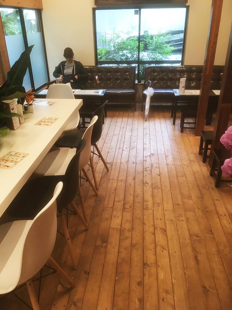 カフェ-ジャンの奥行き 店内
