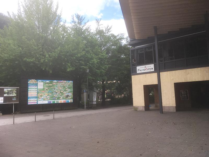 朝の高尾山駅