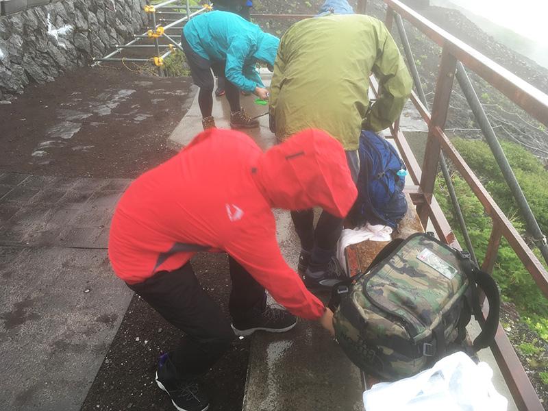 富士山 急な天候変化 雨