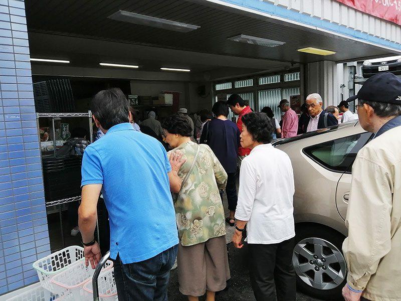 行列ができる工場直売所 神奈川県